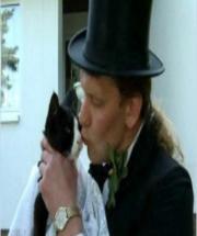 德国男子爱猫成痴 娶15岁宠物母猫为新娘!